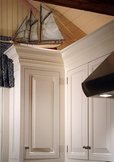 crown moulding in kitchen cabinets 2015 kitchen cabinets crown molding decorative