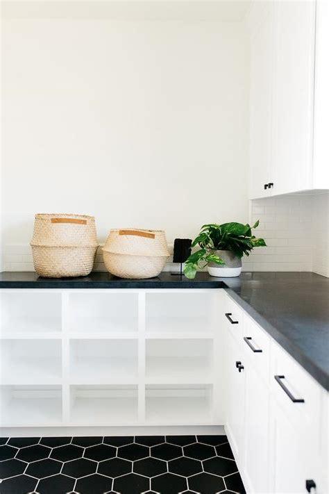 Black Quartz Countertops Design Ideas