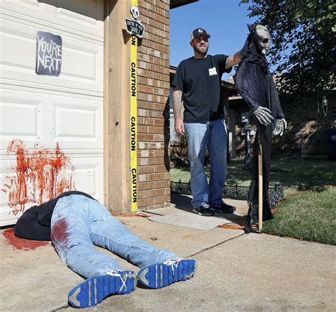 Home Decorating For Dummies by Home S Gory Halloween Display Attracts Attention