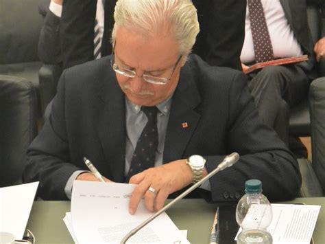 abi generali firmato l articolato ccnl abi ora confronto su