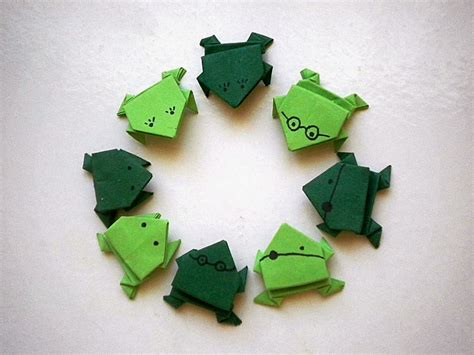 Origami Of Frog - 40 tutorials on how to origami a zoo