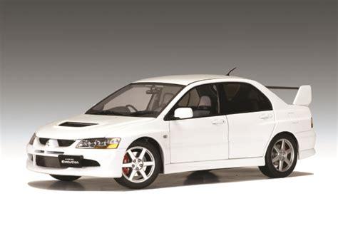 Autoart Mitsubishi Evo8 White autoart mitsubishi lancer evo viii car white 77182 in 1 18 scale mdiecast