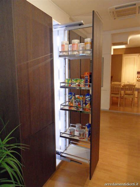 colonna dispensa cucina cucina moderna logica con isola in rovere carbone diotti