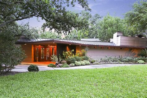 Livingroom Realty by Own A Frank Lloyd Wright House In Houston Photos