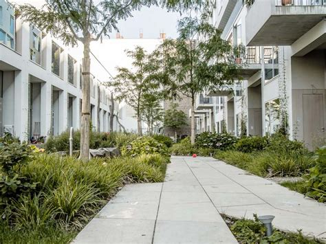 Courtyard Garden Apartments by Best 25 Courtyard Apartments Ideas On