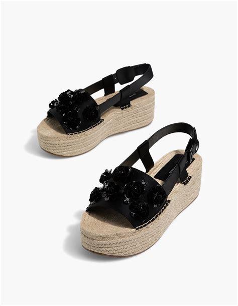 Sepatu Stradivarius Black deretan sepatu cantik untuk dikenakan saat lebaran