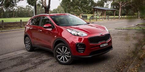 kia hyundai medium suv comparison hyundai tucson active x v kia