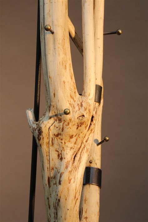 Baumstamm Als Garderobe by Baumstamm Garderobe Aus Stahl Und Naturfarbenem Holz