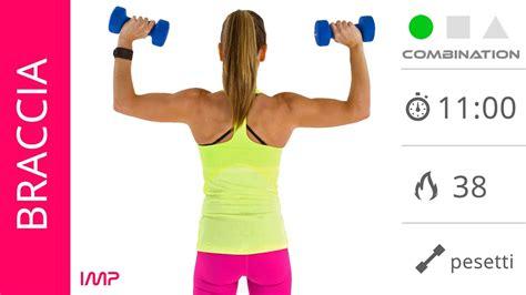 pesi a casa esercizi per tonificare le braccia a casa con pesetti per