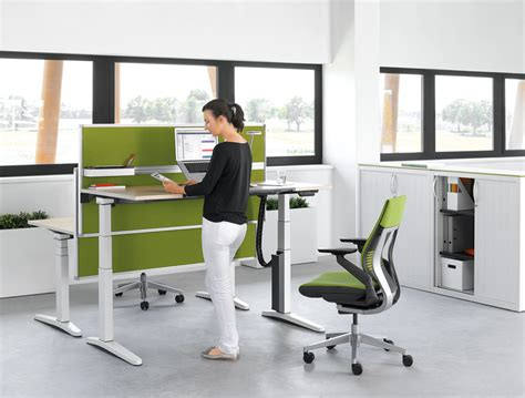 Stand Up Office Desk New Desk Allows Health Conscious Workers To Stand Up And Work Hrreview