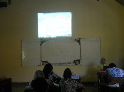 Proyektor Di Lcd Proyektor Di Ruang Kelas