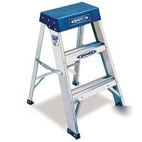Ansi Approved Step Stools by Werner 2 Foot 300 Pound Duty Rating Aluminum Step Stool