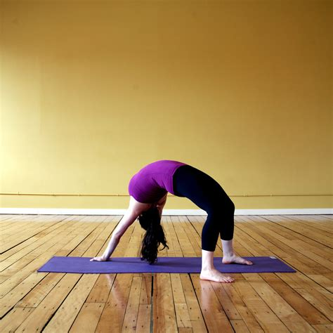 imagenes yoga yoga poses for spine flexibility popsugar fitness