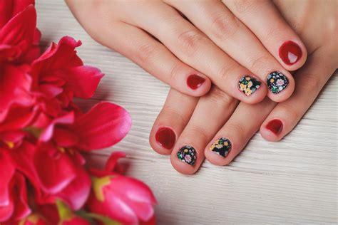 tutorial nail art menggunakan koran nail art menggunakan koran tidak perlu ke salon mam bisa