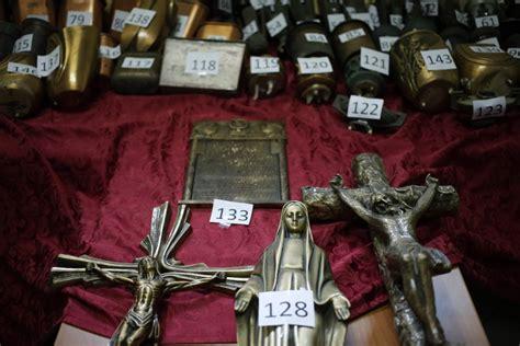 cimitero verano uffici statue e crocifissi rubati nei cimiteri romani esposti 200