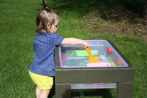 learn   build  toddlers water table  tos diy