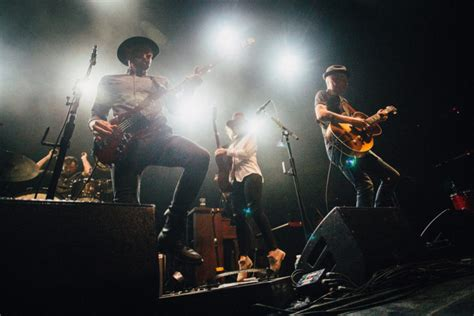 Avett Brothers Laundry Room Live by Review And Photos Brandi Carlile The Avett Brothers Uplift