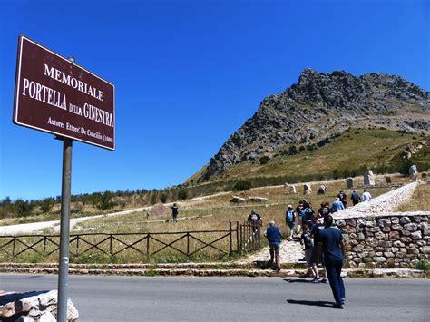 porta della ginestra una piazza di piana degli albanesi porter 224 il nome di