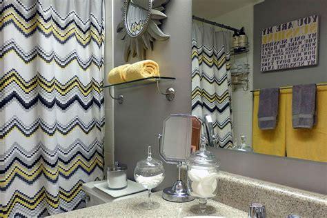Ikea Vadsjon Tirai Shower Abu Abu Tirai Kamar Mandi 180x200 Cm kamar mandi cerah dengan kolaborasi kuning dan abu abu