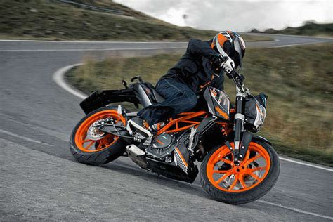Ktm 390 Top Speed 2015 2017 Ktm 390 Duke Motorcycle Review Top Speed