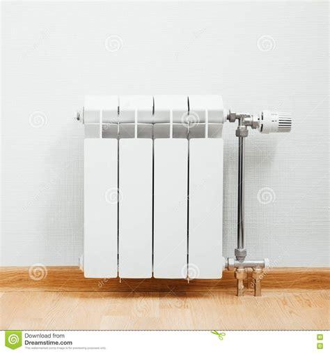 la casa radiatore radiatore riscaldamento a casa immagine stock