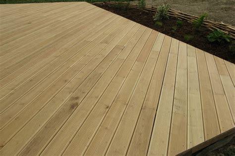terrasse bois ronde couleur jardin