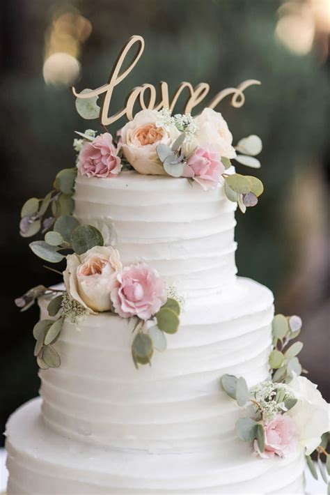Flowers For Wedding Cakes by Classic Vineyard Wedding With A Touch Of Vintage