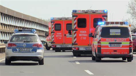 D Sseldorf Garath Motorradunfall by Schwerer Motorradunfall Fahrer Stirbt Sozia In