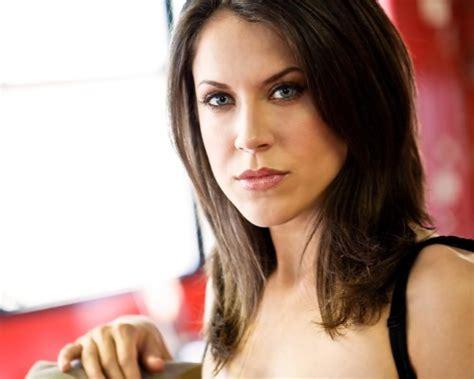 brunette actresses 2015 01 brunette actress with blue eyes indoor headshot