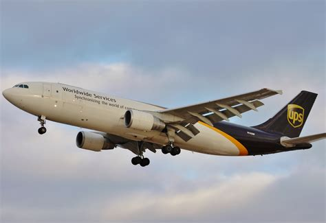 file ups airlines a300 n142up jpg wikimedia commons