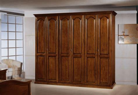armadio legno massello l armadio in vero legno massello