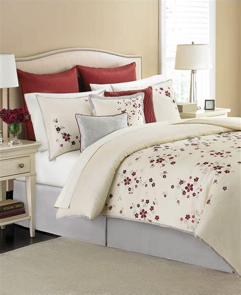 cranberry bedroom ideas martha stewart collection cranberry blossom 9 piece
