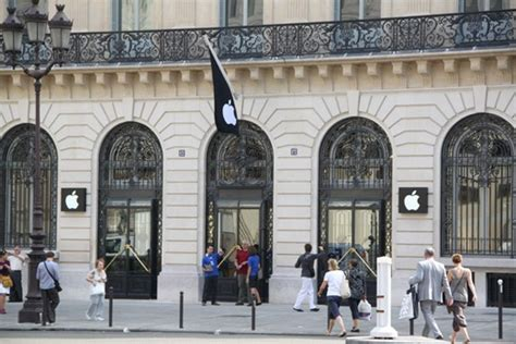 paris apple store apple opens paris opera store in the most romantic city of