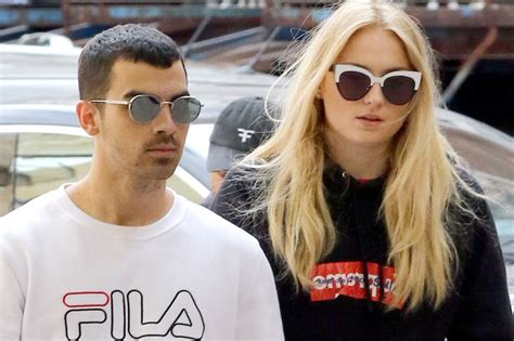 game of thrones actress joe jonas she said yes joe jonas engaged to game of thrones