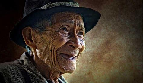 Selain Karena Faktor Mukjizat Tidak Sedikit Orang Yang Ingin Menghafa kisah menyayat hati ingatlah orang tua yang rela berkorban apa saja demi membesarkanmu