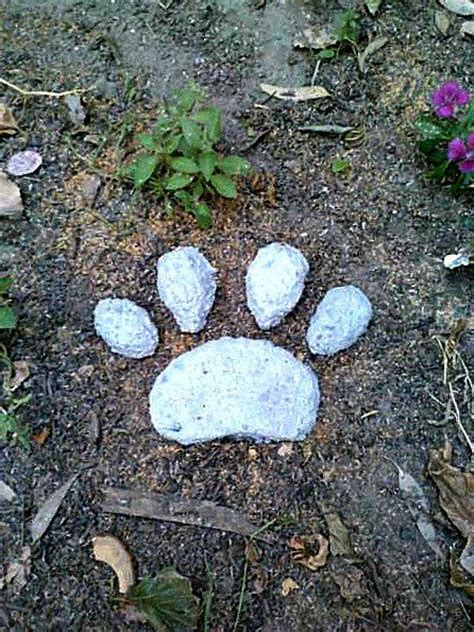 Pet Memorial Ideas For The Garden 17 Best Ideas About Pet Memorial Stones On Pet Memorials Pet Loss And Loss Of