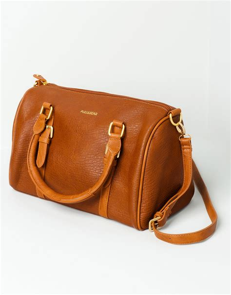 Pullbear Bag pull basic bowling bag in brown whisky lyst