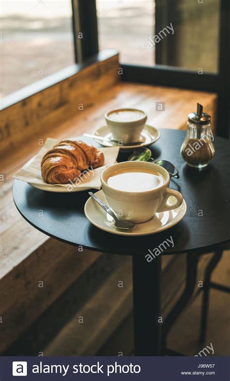 tisch perth cafe cappuccino stockfotos cappuccino bilder alamy
