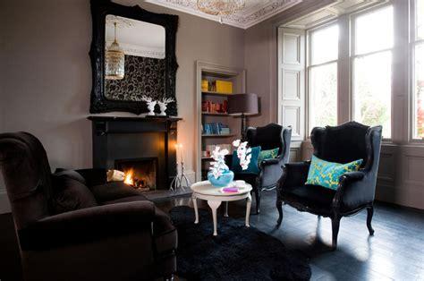 Classic living room with stucco interior design ideas ofdesign