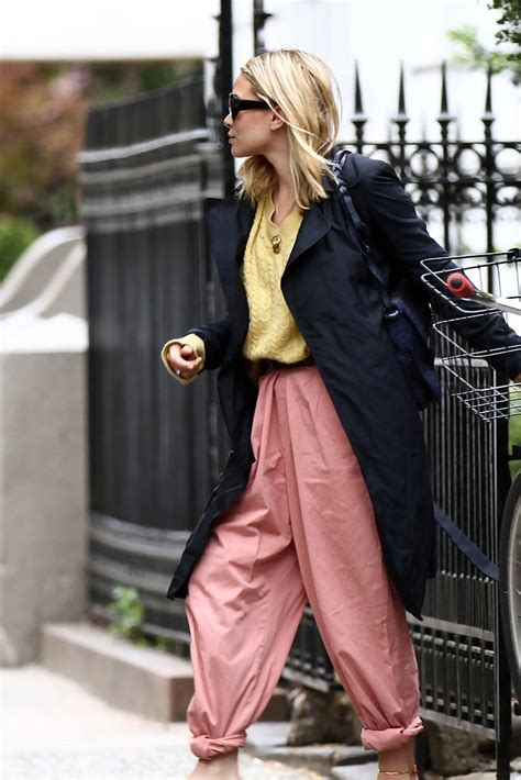 mary kate olsen street style ashley olsen harem pants ashley olsen looks stylebistro