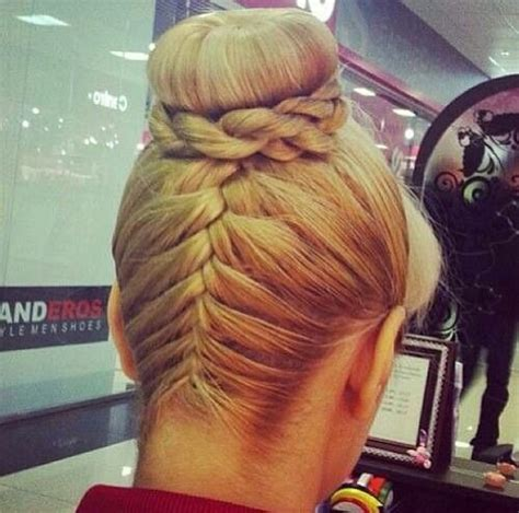 donut with a braid around it tresse a l envers hair style pinterest hair style
