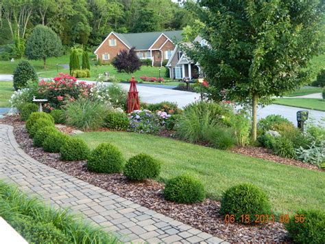 front yard landscape design good balance  elements     nice feeling