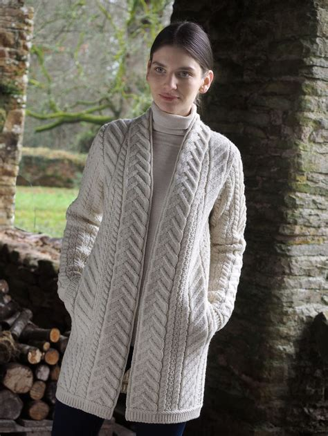 cable knitting patterns sweater 296 best aran sweaters images on