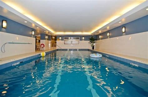 swimming pool picture of best western plus chocolate