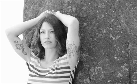 tatuaggi fiori braccia braccio donna