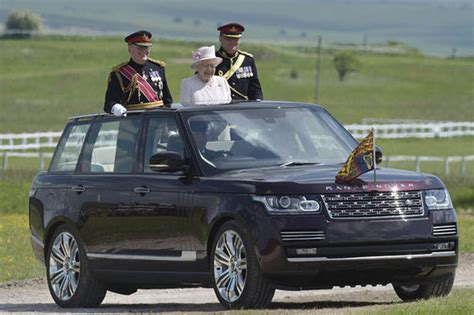 land rover queens queen elizabeth ii celebrates 300th anniversary of the