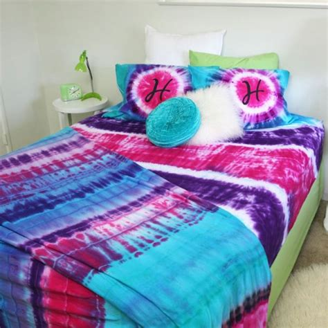 how to dye a comforter 40 cool tie dye projects to add color to your summer diy