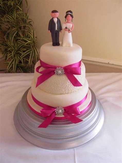 ivory  hot pink wedding cake  cornelli piping cakes id