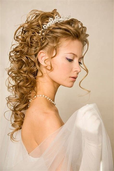 208 best wedding hairstyles images on pinterest bridal best 25 wedding hairstyles for curly hair ideas on