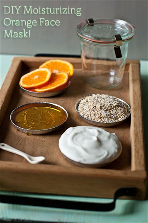 moisturizing diy mask per yourself with a moisturizing orange mask